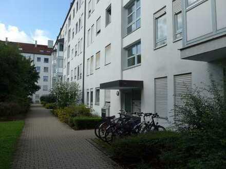 3 ZKB Wohnung mit Einbauküche und Westbalkon im Englischen Garten.