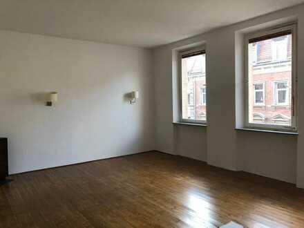 Schöne, helle 3 Zimmer Altbauwohnung in St. Peter