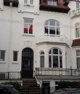 Neuwertige 3-Zimmer-Dachgeschosswohnung mit Balkon und EBK in Bremen