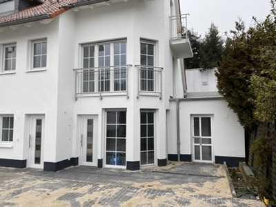 Erstbezug: 2-ZKB Erdgeschosswohnung mit eigenen Eingang inkl. Einbauküche in 2. Reihe