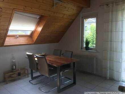 Schöne Dachgeschosswohnung mit Balkon