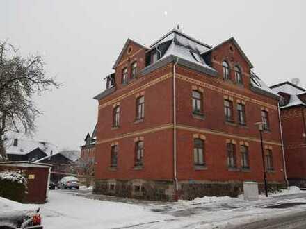 Helle und gemütliche 2-Zimmer-Wohnung mit EBK im DG eines gepflegten Mehrfamilienhauses in Sonneberg