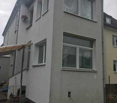 frisch renovierte 3 bis 4 Zimmer Wohnung in Top Lage