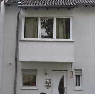 Schönes Haus mit vier Zimmern in Köln, Volkhoven/Weiler
