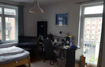 Helles Zimmer in gemischter 3er WG