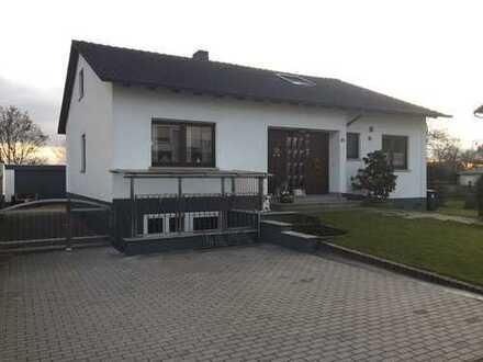 Einfamilien-/Mehrgenerationenhaus mit Garage und vielem mehr...
