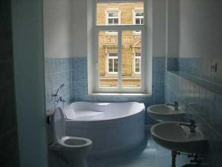 Schöne große 3-Zimmer-Wohnung im 1. OG mit Wanne und Dusche, Balkon in Plauen (Preißelpöhl)