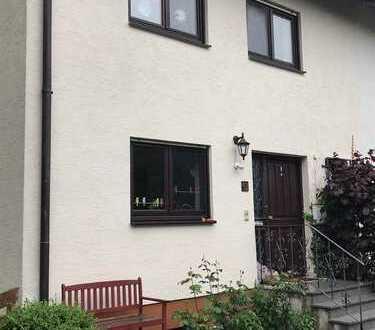 Schöne Doppelhaushälfte in Memmingen Süd mit fünf Zimmern und EBK