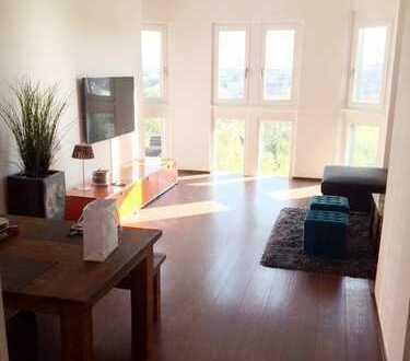 Altbau Villa! Komplett möbliert! chick stilvoll sonnig ruhig 3,5 Zimmer Dachgeschoss mit Traumblick