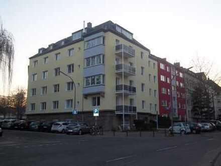Moderne, großzügige Wohnung (3-4 Zi. KDB) und Gäste-WC mit Balkon in der südlichen City