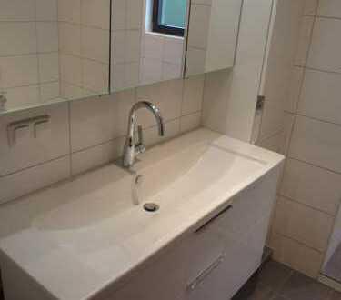 Sanierte 3 Zimmer-Wohnung, Bad, Gäste-WC u. Einbauküche sind neu, in Mühlheim