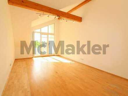Helle 2-Zi.-Dachgeschosswohnung mit Balkon, Tageslichtbad und Einbauküche!