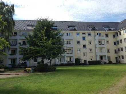 Helle 2-Zi.-Wohnung in Stadtparknähe mit Vollbad und Designbelag