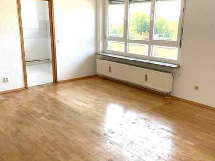 Vollständig renovierte 3-Raum-Wohnung mit großem Balkon in Stuttgart