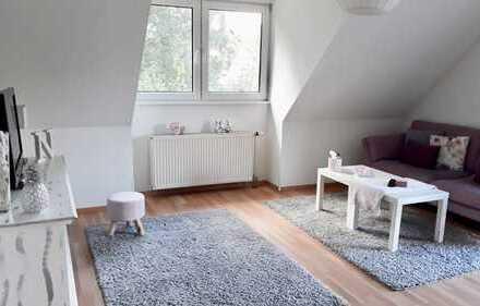 Exklusive, 2 Zi. Wohnung mit neuer Einbauküche und Balkon mit Blick ins Grüne