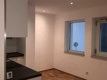 Erstbezug: attraktives Ein-Zimmer-Appartement mit Einbauküche, Eicheparkett, barrierefrei