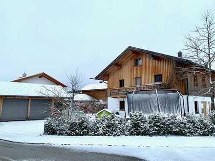Neuwertiges REH mit fünf Zimmern und EBK in Warngau Ortsmitte