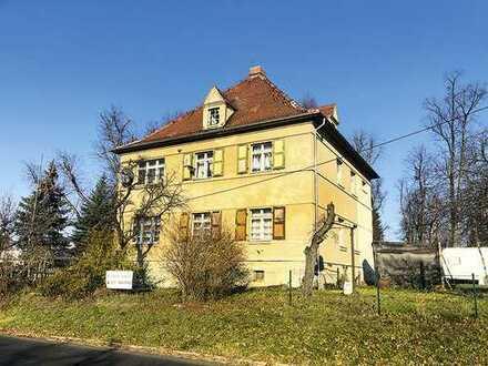 Teilweise vermietetes Zweifamilienhaus in Zentrum von Radeburg