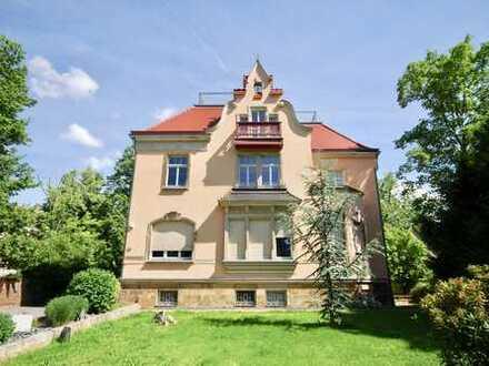 * modern und exklusiv ausgestattetes Haus im Haus in sanierter Villa mit Dachterrasse und Garten *