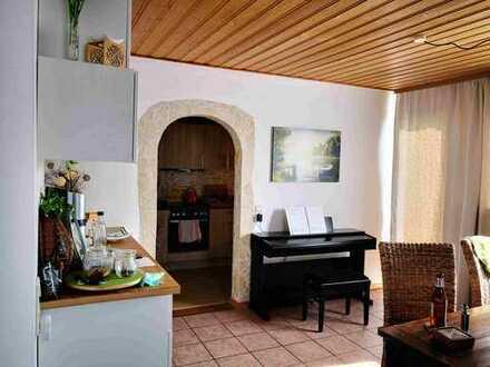 Modernisierte 4-Zimmer-Dachgeschosswohnung mit Balkon und EBK in Nettersheim