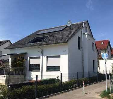 Schöne neuwertige 4-Zimmer-DG-Wohnung mit Einbauküche in Stuttgart Vaihingen