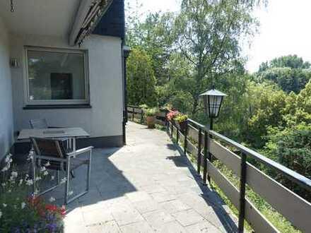 Schöner Ausblick! Hochwertige 90m² Wohnung mit Terrasse, Einbauküche und Stellplatz in Toplage!