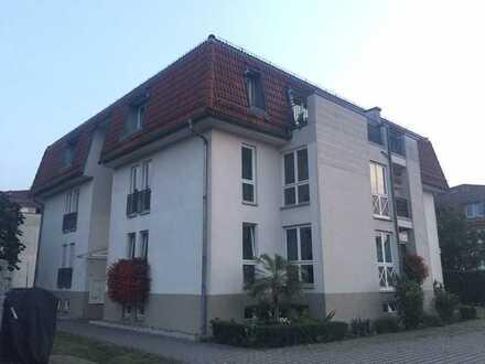 Wunderschöne 2 DG-Wohnung in attraktiver Stadtvilla + Stellplatz