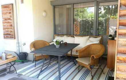 Traumhafte 4-Zimmer-Wohnung mit Einbauküche, Kamin und eigenem Garten - in Radebeul-Hoflößnitz!