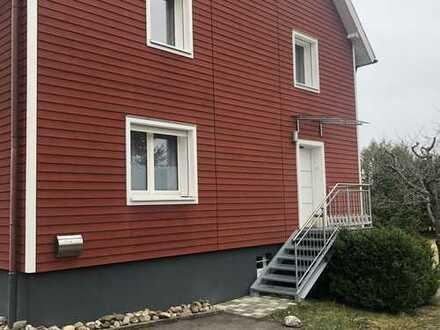 Neuwertige 2-Zimmer-Hochparterre-Wohnung mit EBK in Königsfeld