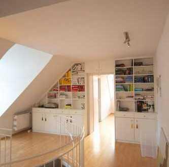 Möblierte, charmante und helle 2-Zimmer-Dachgeschoss-Wohnung in Bogenhausen-Priel