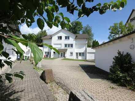 …das Haus-im-Haus-Konzept in zentrumsnaher Wohnlage mit EBK, Terrasse, Garage u. Stellplatz!