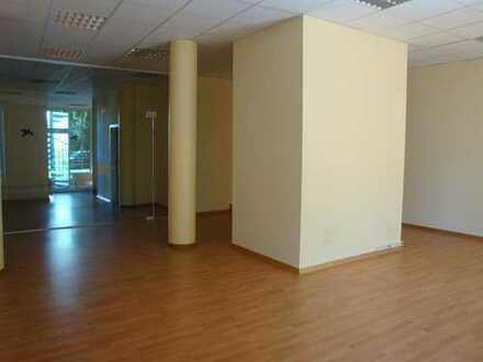 Große Laden- bzw. Bürofläche - derzeit geteilt und separat vermietet
