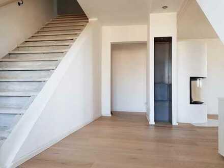 Brück Immobilien - Penthouse und privater Badeteich - Moderne im Schloss