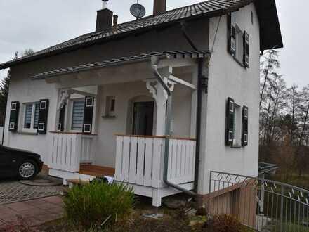 Gepflegtes, komplett renoviertes 1-Familienhaus mit ca. 105m² Wfl. - Garage