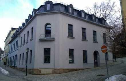 Erstbezug nach Sanierung: günstige 4-Zimmer-Dachgeschosswohnung in Treuen