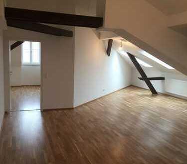 Aufgepasst: exklusiv ausgebaute Dachgeschoßwohnung in ruhiger Lage!