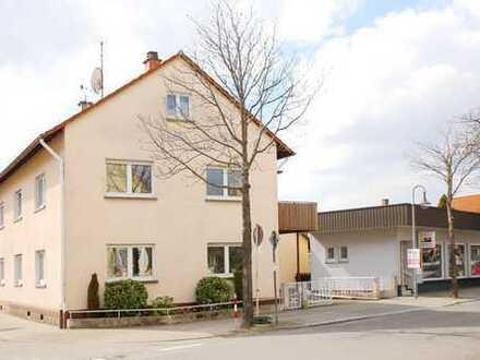 Großzügiges Zweifamilienhaus in zentraler Lage mit Gewerbeanteil