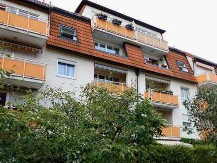 Helle ruhige 2,5-Raum-Dachgeschoss-Wohnung