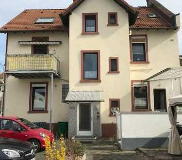 3-Familienhaus mit kleiner Gewerbeeinheit, 16 Garagen und Bauplatz.