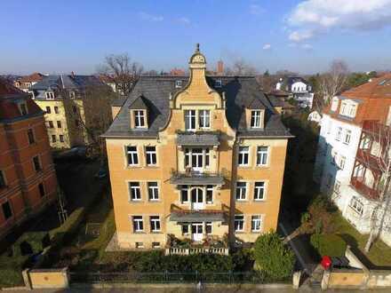 www.r-o.de +++ Über den Dächern von Striesen - Frisch renovierte 2-Zimmer mit Balkon und Parkett