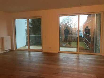 Erstbezug, zentrale sonnige 3-Zimmer Wohnung mit offener Küche und Balkon / Barmbek-Süd