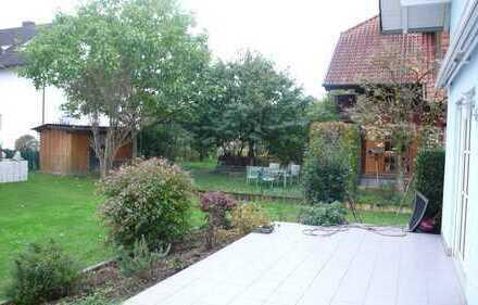 Helle, ruhig gelegene DHH mit Garten