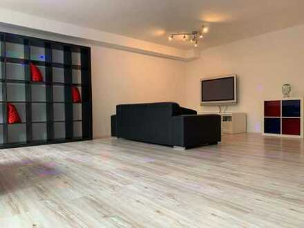 1,5-Zimmer-Wohnung, teilmöbliert/vollmöbliert mit Terasse und EBK in Baltmannsweiler-Hohengehren