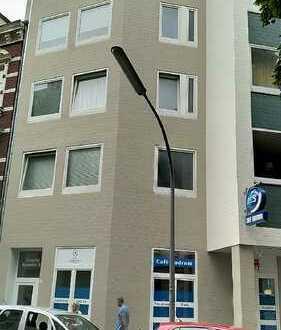 Großzügige 3 Zimmer Wohnung mitten im Zentrum von Köln Kalk, wenige Meter zu den Acarden!!!