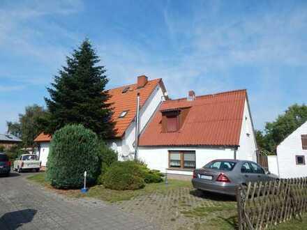 Doppelhaus mit drei Wohnungen zum Wohnen und Vermieten…