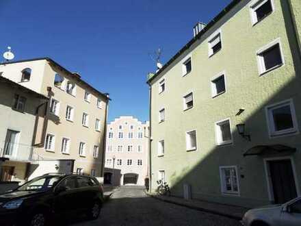 ... neu gestalteter 50m² Laden im EG mit Schaufenster an hochfrequentierter Lage beim Stadtberg ...