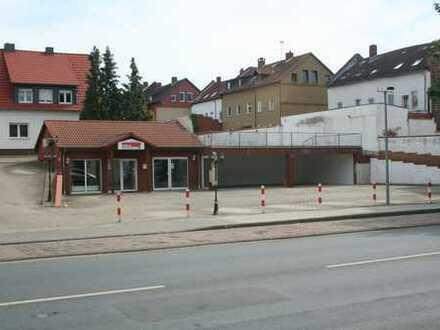 Kleines Bürohaus mit großen gepflasterten Grundstück in absolut zentraler Lage von Helmstedt