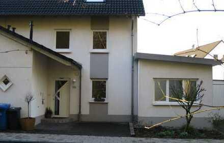 Lichtdurchflutetes Haus am Wald, zentral in Schlebusch