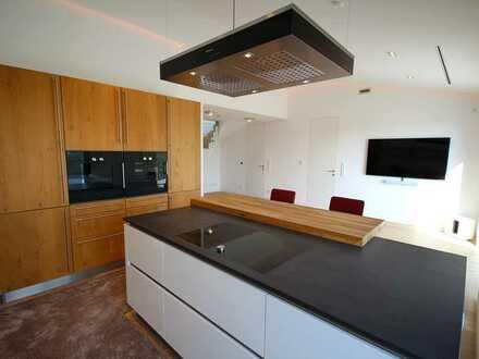 Luxuriöse 2,5-Zimmer-Wohnung mit traumhafter Dachterrasse und Whirlpool! Frei ab sofort!