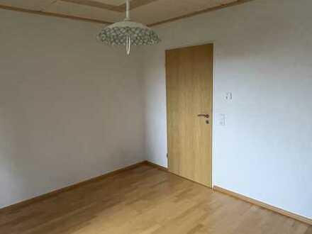 Helle 4,5-Zimmer-Wohnung mit Balkon und Einbauküche in Ehingen (Donau)